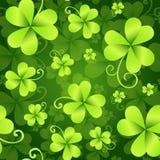三叶草离开无缝的样式,圣帕特里克` s天绿色背景 三叶草墙纸 免版税图库摄影