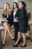 三名女实业家在运作在A的办公室 免版税图库摄影