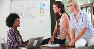 三名女实业家开会议在办公室 股票视频