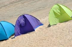 三在沙子的帐篷 免版税库存图片