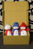 三在箱子的雪人 软的玩具 图库摄影