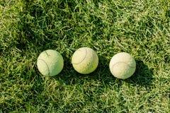 三在草坪的网球 免版税库存图片