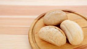 三在面包板的有壳的小的痛苦 库存照片