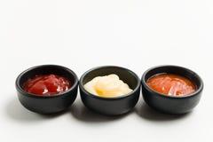 三在黑碗的调味汁 库存照片