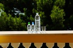 三块塑料瓶和玻璃 免版税库存照片