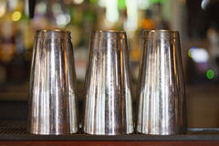 三块钢玻璃特写镜头视图保持了颠倒 图库摄影