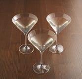 三块马蒂尼鸡尾酒玻璃 免版税图库摄影