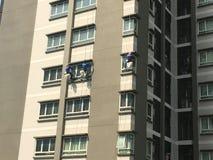 三块登山人维护窗口和玻璃 免版税库存照片