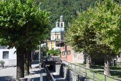 三塔Croce历史的教会Riva的圣维塔利 库存图片