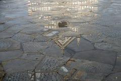 三塔Croce,佛罗伦萨的反射 图库摄影