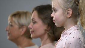 三女性世代、出生率和人口老化旁边画象  股票视频
