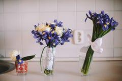三婚姻的花束在桌上站立早晨 图库摄影