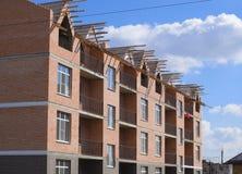 三层砖公寓建设中 份额大厦 库存照片