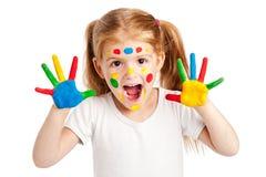 三岁的Gilr用明亮地被绘的手 免版税图库摄影