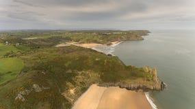 三峭壁海湾和Pobbles海湾 图库摄影