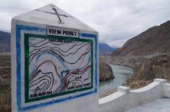 三座山连接点北巴基斯坦的观点 免版税库存照片