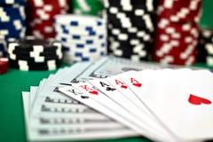 三张相同和二张相同的牌和美元 库存图片