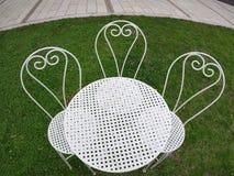 三把白色椅子和桌,顶视图 免版税图库摄影