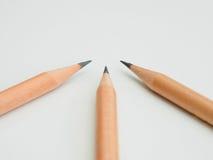 三支对中心的锋利的铅笔点 库存图片