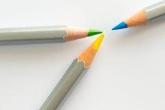 三支铅笔:蓝色,黄色和绿色 库存图片