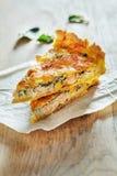 三文鱼乳蛋饼用菠菜 库存图片