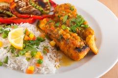 三文鱼内圆角用印度大米 免版税图库摄影