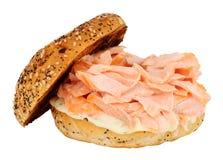 三文鱼和乳脂干酪百吉卷 免版税库存图片