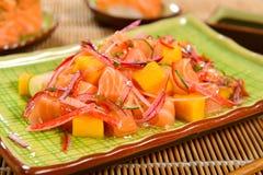 三文鱼和芒果ceviche 库存照片