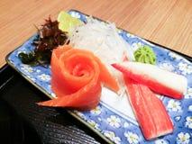 三文鱼和螃蟹黏附仿制蟹肉生鱼片,日本二 库存照片