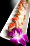 三文鱼和鱼子酱寿司卷 免版税图库摄影