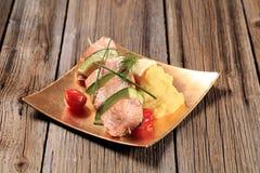 三文鱼和鲕梨串 库存照片