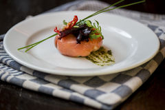 三文鱼和鳟鱼与菜 图库摄影