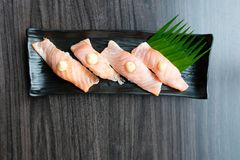 三文鱼寿司用调味汁鱼卵 图库摄影