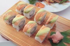滚三文鱼寿司 库存图片