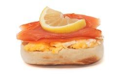 三文鱼小圆面包 免版税图库摄影