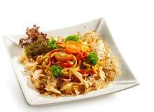 三文鱼烹调日本的面条 库存图片