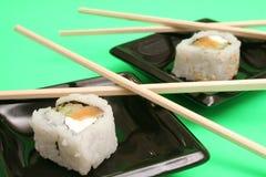 三文鱼熏制的寿司 免版税库存照片