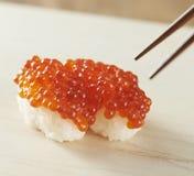 三文鱼獐鹿寿司 免版税图库摄影