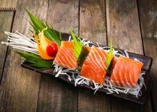 三文鱼生鱼片用teriyaki调味汁 免版税库存图片