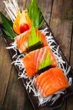 三文鱼生鱼片用teriyaki调味汁 免版税库存照片