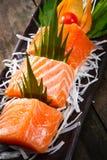 三文鱼生鱼片用teriyaki调味汁 免版税图库摄影