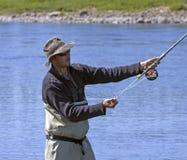 三文鱼用假蝇钓鱼 免版税库存图片