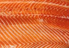 三文鱼鱼在市场上 库存图片