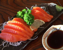 三文鱼鱼,在餐馆的寿司在大阪,日本 库存图片