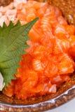 三文鱼Donburi :未加工和煮熟的很好切成小方块的三文鱼和Ebiko用日语蒸的米 服务用大酱汤 库存照片