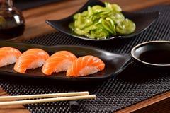 三文鱼Nigiri寿司双打 免版税库存图片