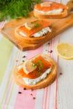 三明治用三文鱼和乳脂干酪 免版税库存图片