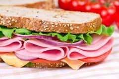 三明治用火腿、干酪和蕃茄 库存图片