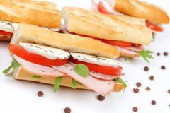 三明治用蕃茄火腿和无盐干酪 免版税库存图片