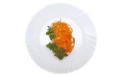 三明治用黄油和红色鱼子酱 库存图片